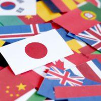 様々な国の国旗を並べた画像